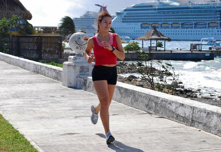 El cupo es limitado a 150 corredores desde los 14 años de edad en adelante y tendrán un sitio asegurado en los recorridos por las playas. (Gustavo Villegas/SIPSE)