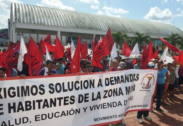 Los ciudadanos realizaron una marcha en las principales calles. (Gloria Poot/SIPSE)