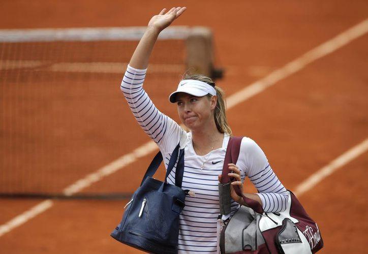 María Sharapova, tras perder en octavos de final en Roland Garrros, bajó al cuarto lugar en la clasificación mundial de la  WTA (AP)