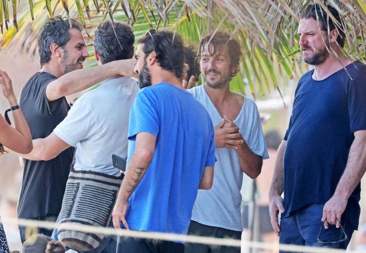 En esta ocasión, Diego Luna viajó sin Suki Waterhouse, su novia, a diferencia del 2017, cuando se les vio a ambos disfrutar de las playas de Quintana Roo. (Contexto/Internet)