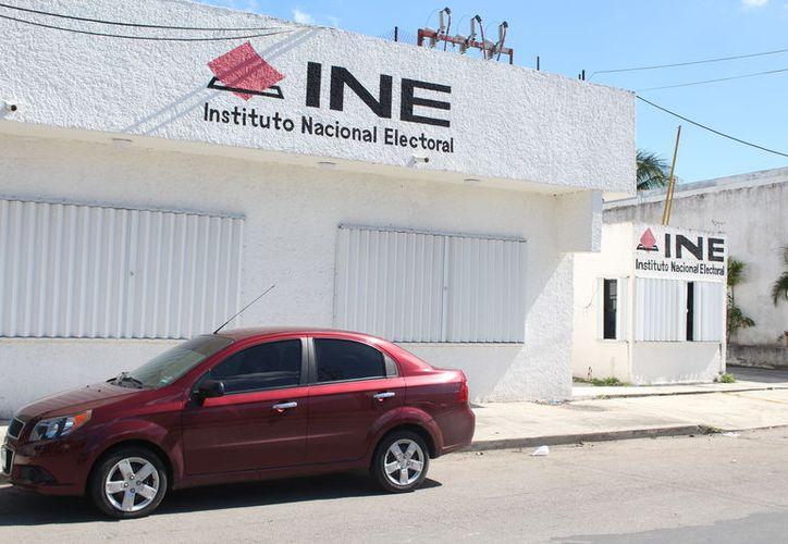 Ante el Instituto Nacional Electoral se registró, en la Ciudad de México, Carlos Mimenza Novelo, a quien le restan 60 días para conseguir los respaldos. (Joel Zamora/SIPSE)