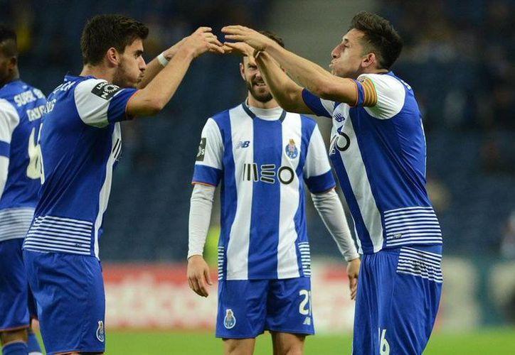 Miguel Layún, Jesús Corona y Héctor Herrera poco pudieron hacer para evitar la derrota del Porto 1-0 ante Tondela, ultimo de la clasificación de la liga portuguesa de futbol. (Twitter: @FCPorto)