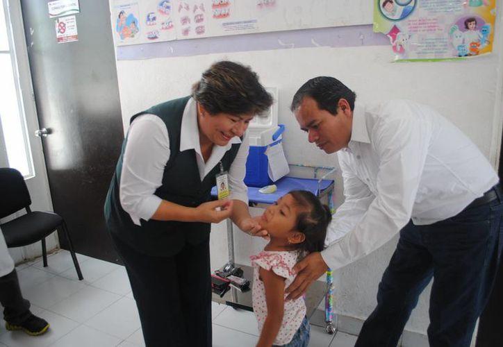 Para la aplicación se instalaron 57 puestos fijos de vacunación en centros de salud y hospitales. (Pedro Olive/SIPSE)