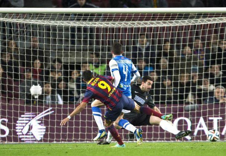 El Barza desperdició numerosas opciones de gol, como esta, del delantero chileno del Barcelona, Alexis Sánchez. (EFE)