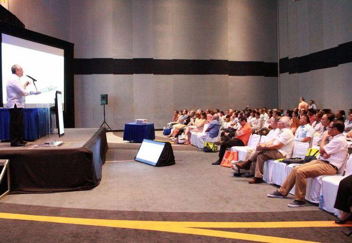 Los eventos académicos se realizan en el Centro de Convenciones de Cancún. (Luis Soto/SIPSE)