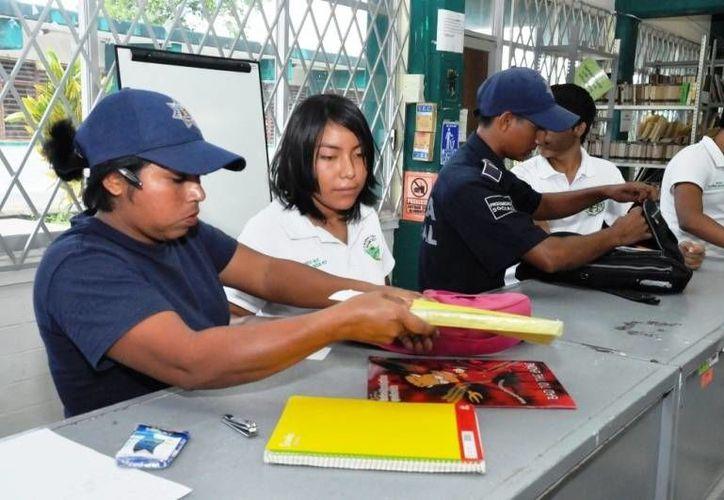 """Policías estatales y municipales participarán en operativo """"Mochila segura"""". (Benjamín Pat/SIPSE)"""