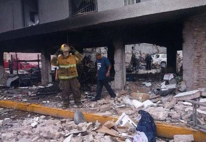 Las autoridades no han determinado las causas de la explosión de la aduana en el puente internacional de Piedras Negras. (Milenio)