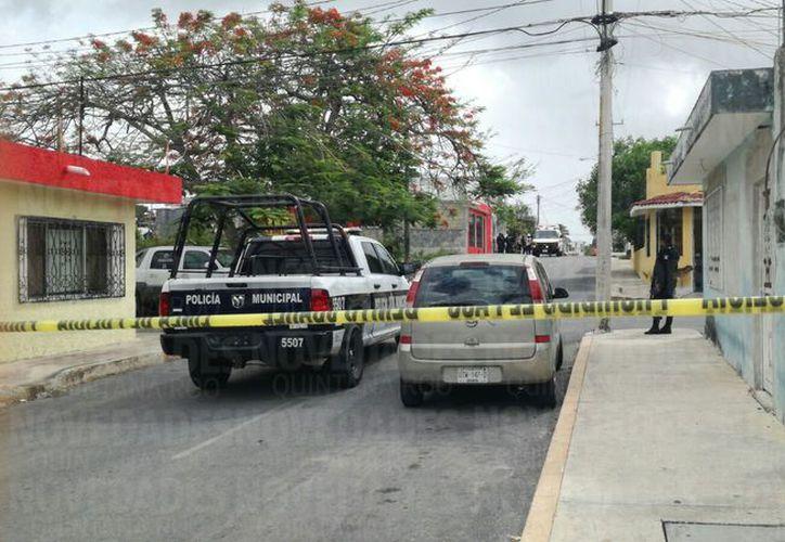 Dos sujetos armados huyeron abordo de un vehículo con dirección al fraccionamiento Corales. (Eric Galindo/ SIPSE)