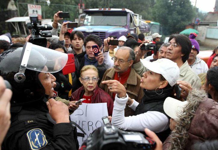 Manifestantes en contra del Hoy No Circula protestan en la caseta de la Autopista México-Cuernavaca. (Archivo/Notimex)
