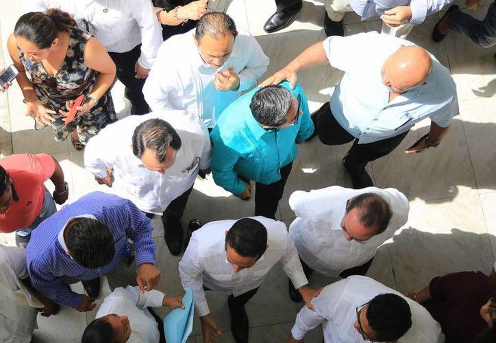 Los funcionarios de primer nivel requieren el servicio de protección. (Karim Moisés/SIPSE)