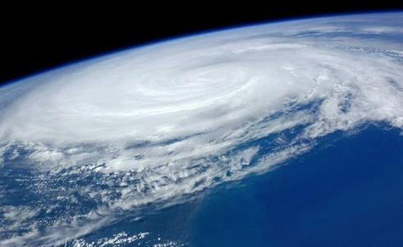 Las categorías en que se clasifican los ciclones (3, 4 y 5) se determinan en función de la velocidad del viento. (NASA/Contexto)
