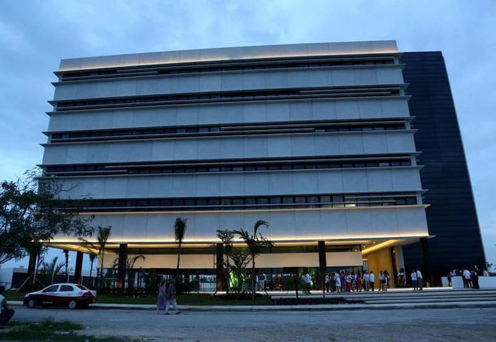 En el Edificio Administrativo Siglo XXI habilitaron un módulo de orientación a funcionarios. (Milenio Novedades)