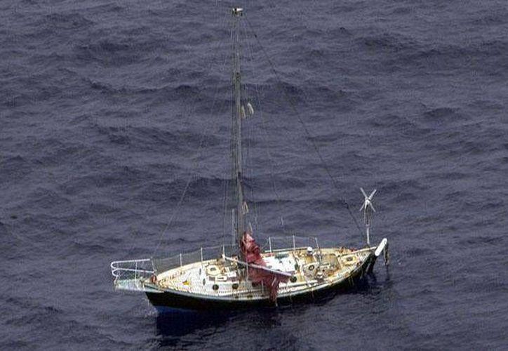 El británico Andrew Halcrow hizo una llamada de emergencia el sábado 8 cuando se le dañó el sistema de propulsión de su barco. (www.sail-word.com)