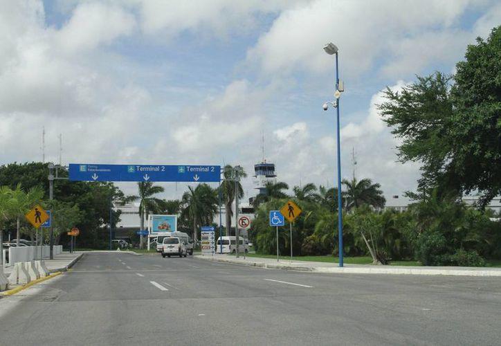 El Aeropuerto de Cancún planean construir un hotel en la terminal, aunque el proyecto será a largo plazo. (Miguel Ortíz/SIPSE)
