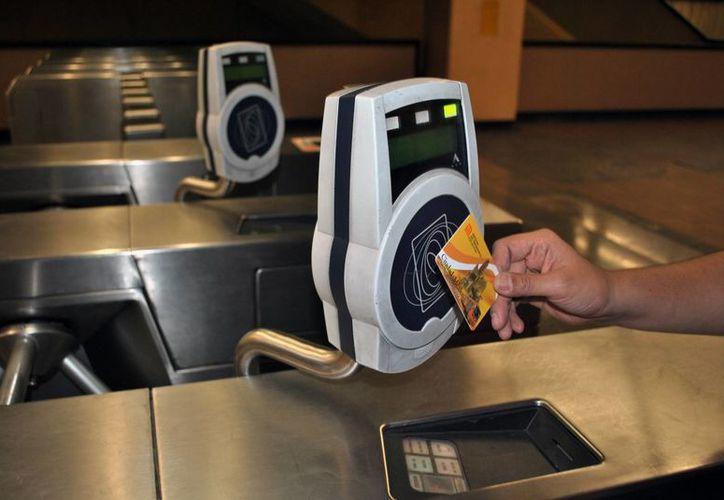 La tarjeta multimodal del DF se puede recargar en el Metro y Metrobús.(es.wikipedia.org)