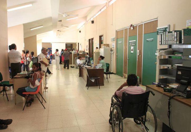 Las normas mexicanas para la construcción de edificios hospitalarios que se aplican en el estado, cumplen con los más altos estándares de calidad. (Harold Alcocer/SIPSE)