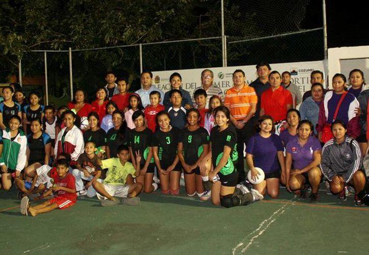 En el evento se inauguró un torneo relámpago de voleibol femenil. (Cortesía/SIPSE)