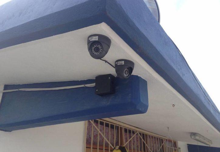 Instalan 48 cámaras en 12 escuelas de educación básica en la isla. (Lanry Parra/SIPSE)