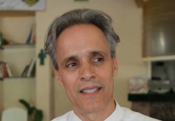 El actor invita a asistir al foro en la academia Explayarte. (Juan Cano/SIPSE)