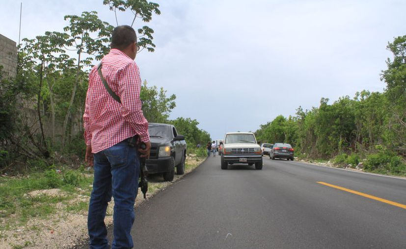 Agentes ministeriales realizaron un operativo en la zona del ataque en busca de indicios. (Sergio Orozco/SIPSE)