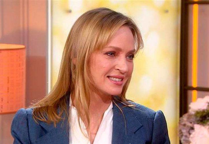 Uma Thurman acudió a una entrevista en la cadena NBC, en donde 'regresó' a su look original. Dijo que su cambio en la cara se debió al maquillaje. (excelsior.com.mx)