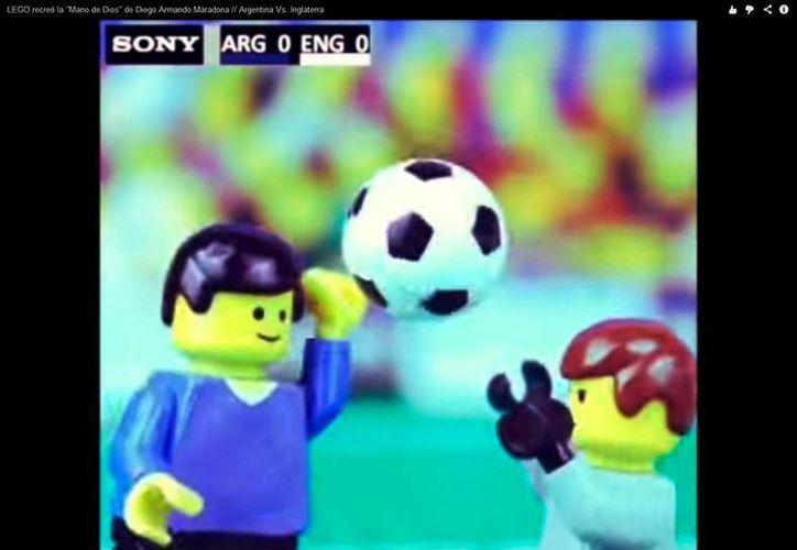 Mediante sus 'muñequitos' LEGO parodia el polémico gol de Maradona. (YouTube)