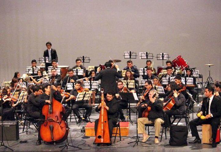 El escenario del Teatro José Peón Contreras fue la sede del festejo del CIMI. (Milenio Novedades)