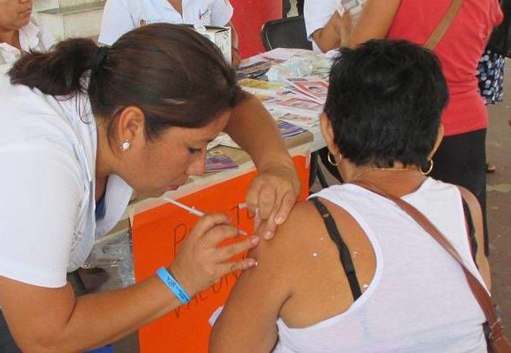Recomiendan la aplicación de vacunas en niños, personas con asma, mujeres embarazadas y adultos mayores. (Manuel Salazar/SIPSE)