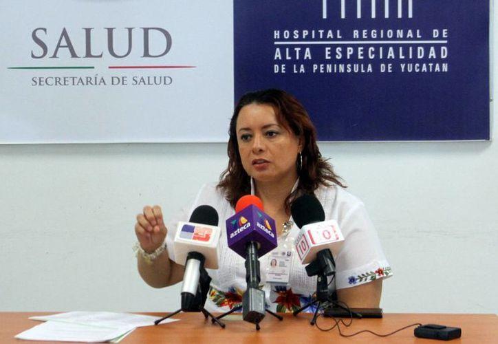 Imagen de Elaine Marfil Rivero, subdirectora de Atención al Usuario, quien habló del VIII Encuentro Nacional de Directivos de Trabajo Social y Atención al Usuario. (César González/SIPSE)