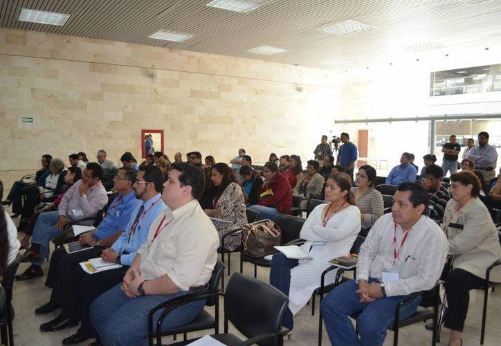 Médicos y anestesiólogos participan en el curso taller. (Milenio Novedades)