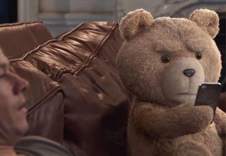Mark Wahlberg protagoniza el filme de comedia 'Ted 2', que se estrenará en julio y cuyo segundo avance ya fue divulgado. (Captura de pantalla)