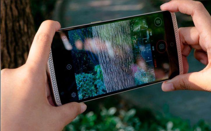 Los fabricantes de móviles saben que son, cada vez más, los usuarios que usan su teléfono para hacer fotografías, y de ahí sus esfuerzos por lanzar smartphones con cámaras potentes y con una gran calidad de imagen. (Upsocl)