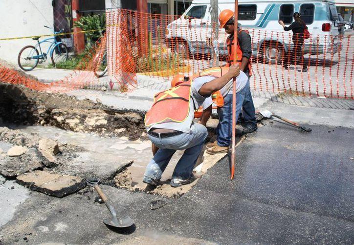 La construcción parte de la calle 12 de la Quinta Avenida y llegará hasta la planta de aguas residuales Gonzalo Guerrero. (Octavio Martínez/SIPSE)