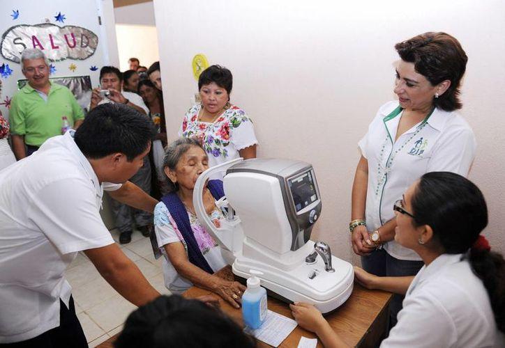 Como parte de la Feria del DIF en Chemax, se ofreció atención médica gratuita en Salud Visual y consultas odontológicas. (Cortesía)