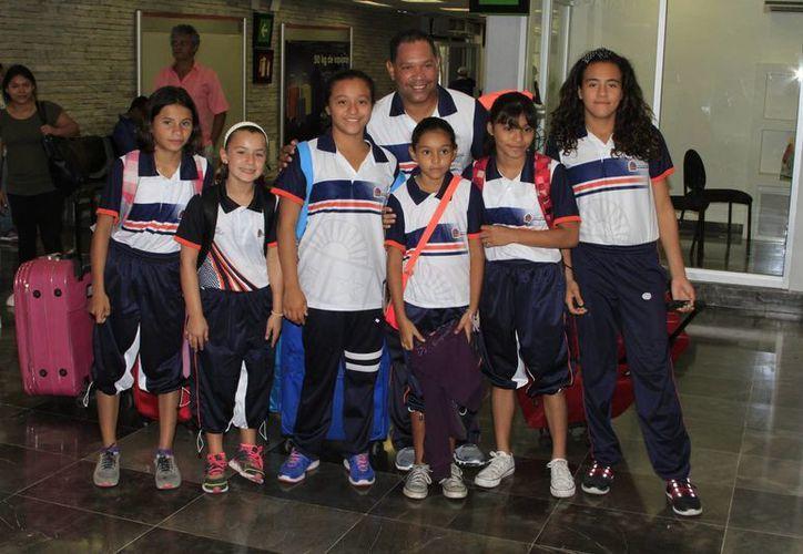 El selectivo estatal de clavados está integrado por seis niñas de primaria y secundaria. (Ángel Castilla/SIPSE)