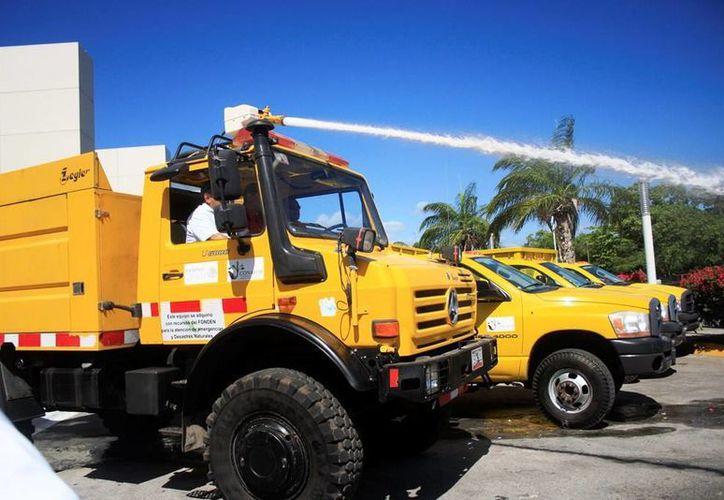 Durante el evento, las autoridades presentaron la maquinaría y tecnología que se utilizará durante la temporada de incendios. (Edgardo Rodríguez/SIPSE)