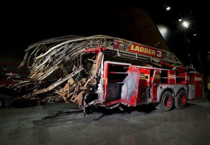 Imagen facilitada el 14 de mayo de 2014 por el Museo del 11-S que muestra un coche de bomberos en el que perecieron tres miembros de la unidad. (EFE)