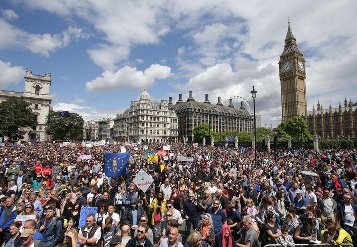 Miles de personas participaron hoy en La Marcha por Europa, convocada para exigir que Reino Unido permanezca en la Unión Europea. (Agencias)