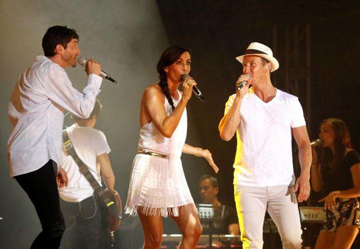 El trío de extimbiriches deleitaron a sus fieles seguidores con sus éxitos musicales.  (Francisco Galvez/SIPSE)