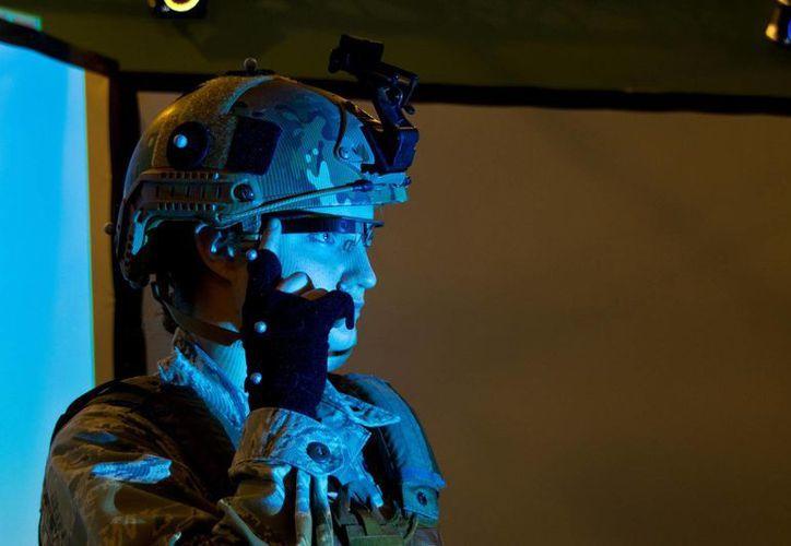 Las Fuerzas Armadas estadounidenses ven muchas ventajas en las Google Glass, entre ellas el ahorro de energía. (Richard Eldridge/U.S. Air Force)