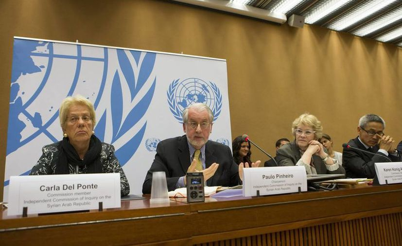 El presidente de la comisión independiente auspiciada por la ONU para investigar el conflicto en Siria, el brasileño Paulo Sergio Pinheiro (2ºizq), y los miembros de la comisión, la suiza Carla del Ponte (izq), la estadounidense Karen Koning Abuzayd (2ª der) y el tailandés Vitit Muntarbhorn (der). (EFE)