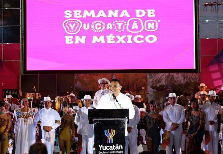 Rolando Zapata Bello asegura que Yucatán ahora ofrece mayor variedad de servicios turísticos al visitante. (Facebook/Rolando Zapata Bello)