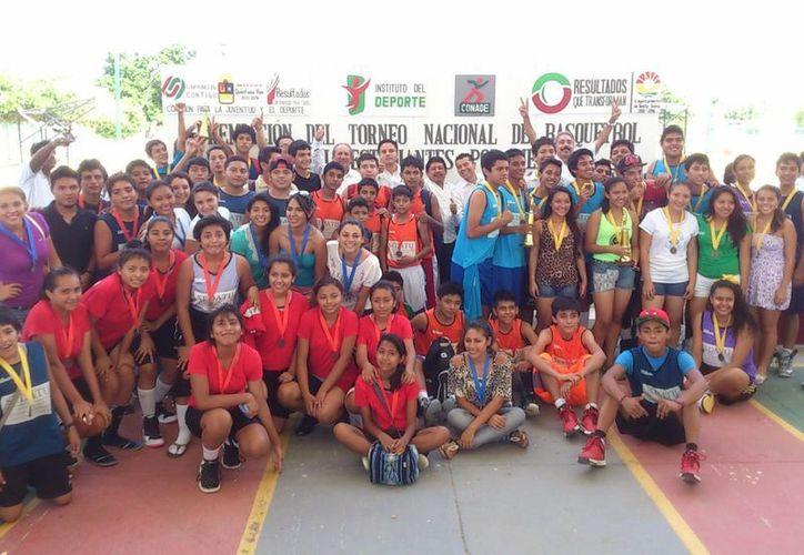 Cbtis 111 gana en las dos ramas y va a la fase regional del torneo de baloncesto 200 mil estudiantes por México. (Redacción/SIPSE)