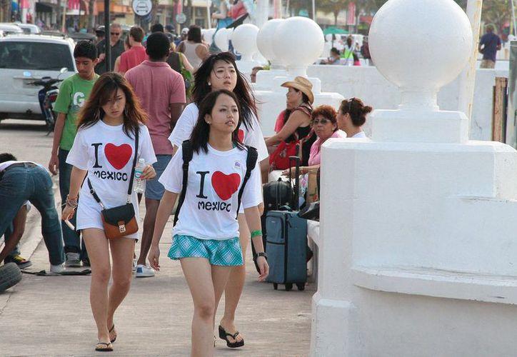 Buscan incrementar el flujo del turismo chino en la isla. (Foto: Gustavo Villegas/SIPSE).