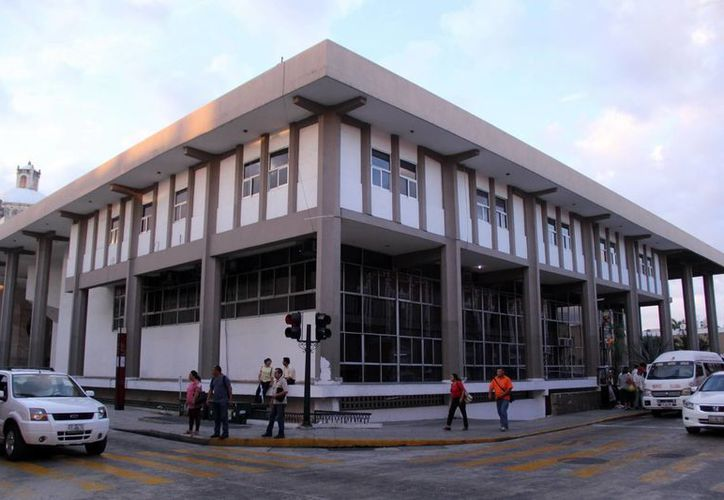 Imagen del antiguo edificio donde se albergaba el Congreso del Estado. Hoy será derrumbada la fachada exterior. (Milenio Novedades)