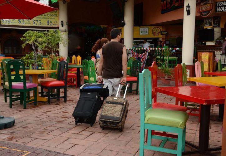 Actualmente sale de su hotel a algún restaurante el 37.4% de los huéspedes. (Victoria González/SIPSE)