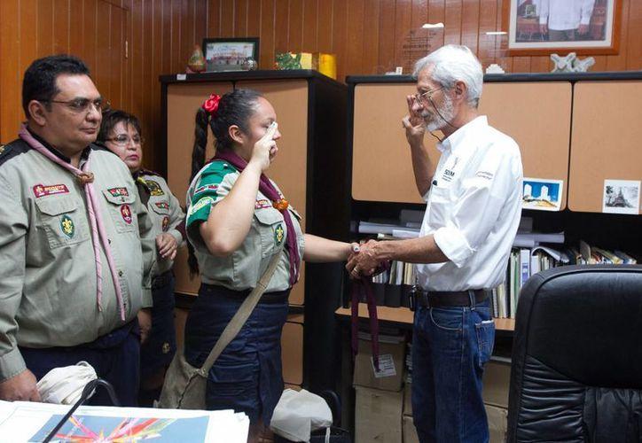La scout Andrea Alejandrina Santos Cárdenas recibió el cargo de secretaria de Desarrollo Urbano y Medio Ambiente por un día. (Fotos: cortesía del Gobierno de Yucatán)