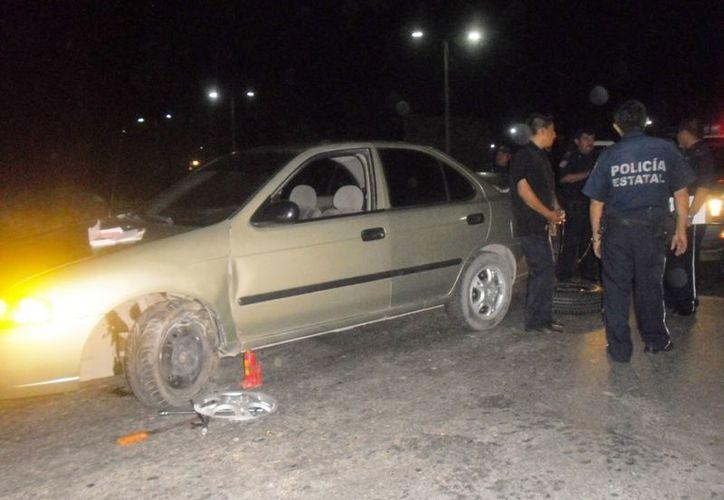 El conductor dijo que el accidente fue provocado porque un taxi se le atravesó, sin embargo la huella de frenado lo delató. (Redacción/SIPSE)