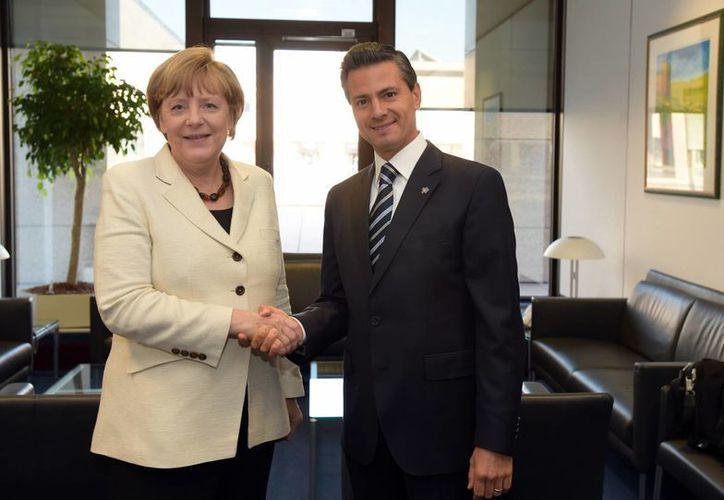 En el marco de su participación en la II Cumbre UE-CELAC, el presidente Enrique Peña Nieto sostuvo una reunión bilateral con la canciller de Alemania, Ángela Merkel. (Notimex)