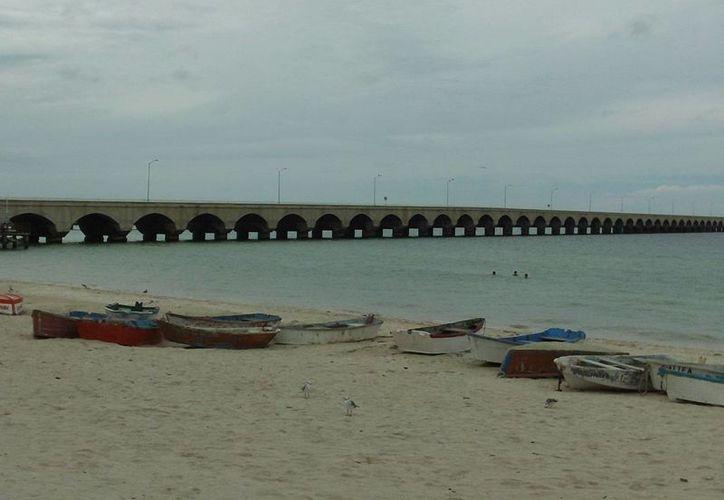La playa se vio desierta por la ausencia de turistas del Elation. (Manuel Pool/SIPSE)